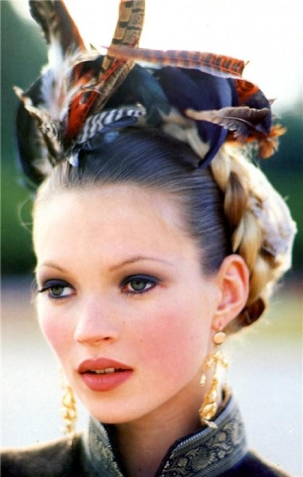 Kate-Moss-by-arthur-Elgort-vogue-italia-oct-1992