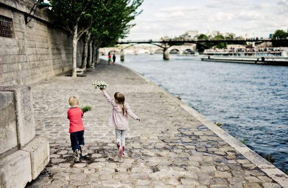yanidel photography-kids running by the Seine