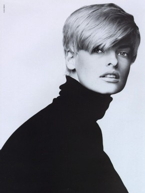Style Note The Turtleneck - Linda Evangelista