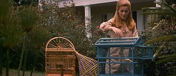 Catherine Deneuve's style in Mississippi Mermaid 2