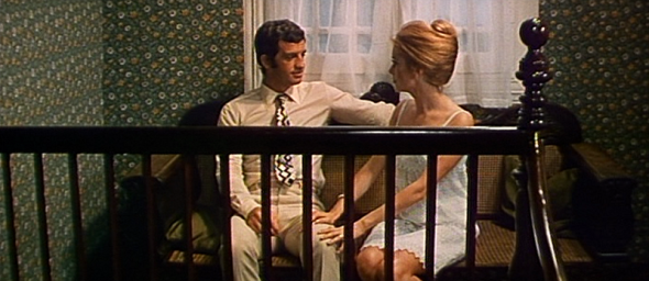 Catherine Deneuve's style in Mississippi Mermaid 4