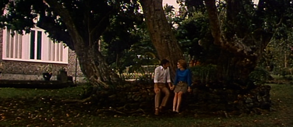 Catherine Deneuve's style in Mississippi Mermaid 5