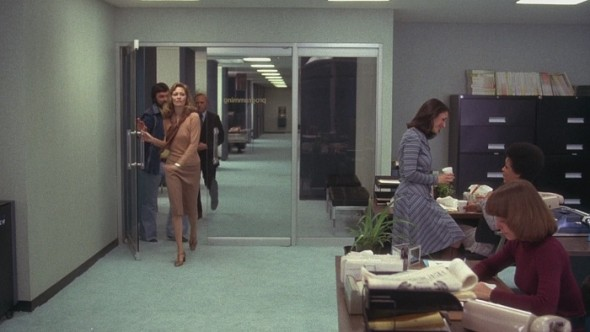 Faye Dunaway's style in Network-11