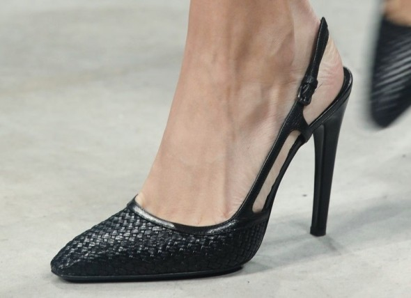 Three classic items for spring-Bottega Veneta woven leather shoes-1