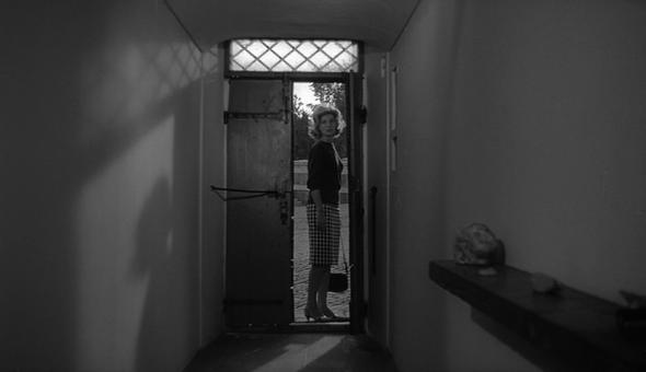 Style in film-Monica Vitti in L'Avventura-9