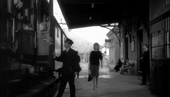 Style in film Monica Vitti in L'Avventura