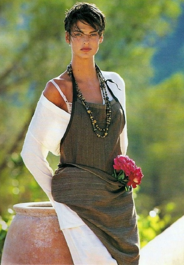 Linda Evangelista by Gilles Bensimon Elle US January 1991