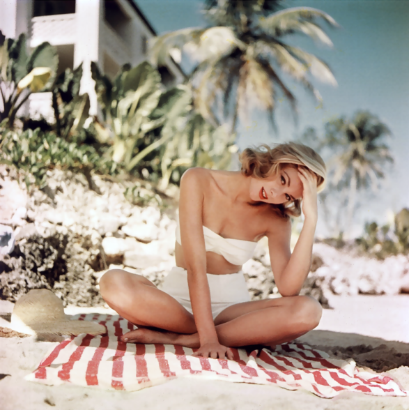 grace-kelly-photographed-by-howell-conant-in-montego-bay-jamaica-1955