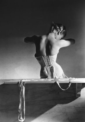 Mainbocher corset-Horst P Horst-Vogue Paris 1939
