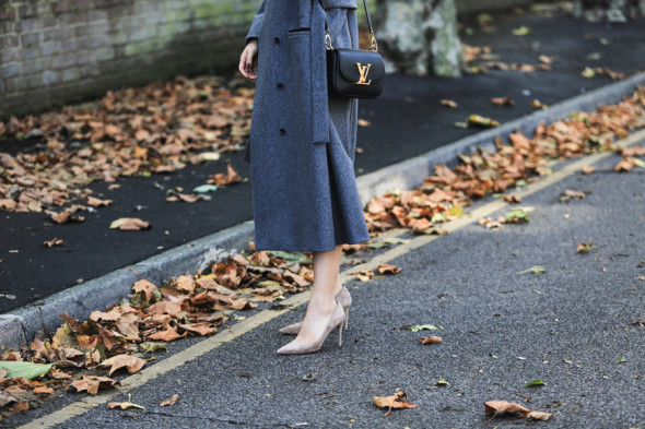 Autumn essential-Grey coat-Park & Cube