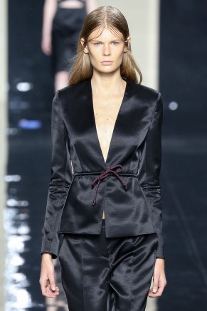 Spring 2015 trends I can work- the new belt- Christopher Kane
