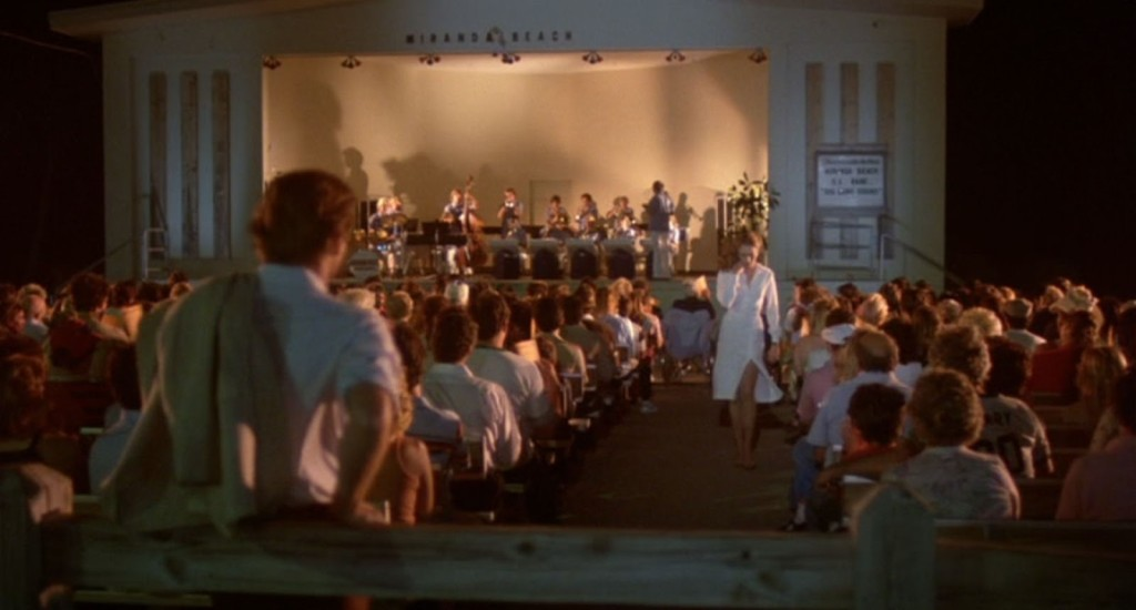 The femmes fatale wears white-Kathleen Turner in Body Heat